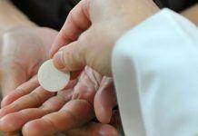 Por quanto tempo Jesus fica presente na Eucaristia após recebermos a Comunhão?
