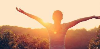 O louvor nos liberta e nos aproxima de Deus