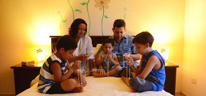 Qual a importância de os pais incentivarem os filhos a irem à catequese?