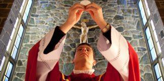 Com Maria, padres servidores, compassivos e missionários