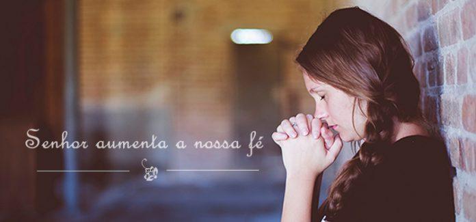 mulher rezando senhor aumenta nossa fé