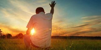 homem rezando, mes missionário