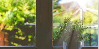 sol bate na janela