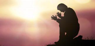 confiar em Deus homem em oração