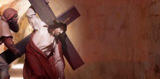 via sacra jesus carrega a cruz