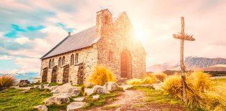 A Igreja passa pelo mundo fazendo o bem!