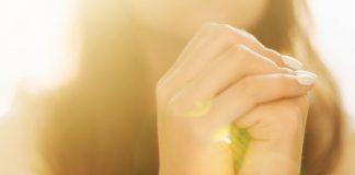 vida de oração mulher rezando