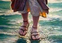 Jesus caminha sobre as aguas tenha confiança para nao afundar nas dificuldades da vida